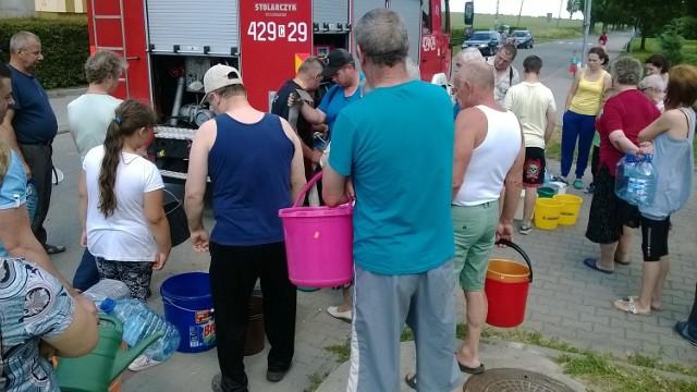 Strażacy, na prośbę wójta, pomagali mieszkańcom w zaopatrzeniu w wodę użytkową