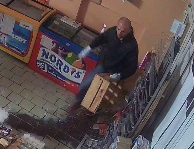 Kradzież Gniezno. Ktoś włamał się do sklepu i dopuścił się kradzieży