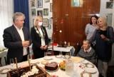 Pani Helena Kindler skończyła 100 lat. Jubilatkę odwiedzili miejscy urzędnicy