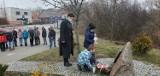 """Uczniowie z Benic złożyli kwiaty pod Pomnikiem upamiętniającym żołnierzy oddziału """"Bora"""" [ZDJĘCIA]"""