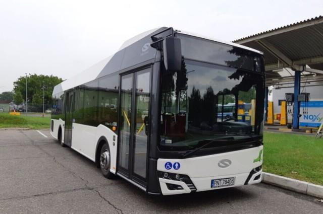 Autobus ma ok. 12 metrów długości i waży blisko 9,5 tony.