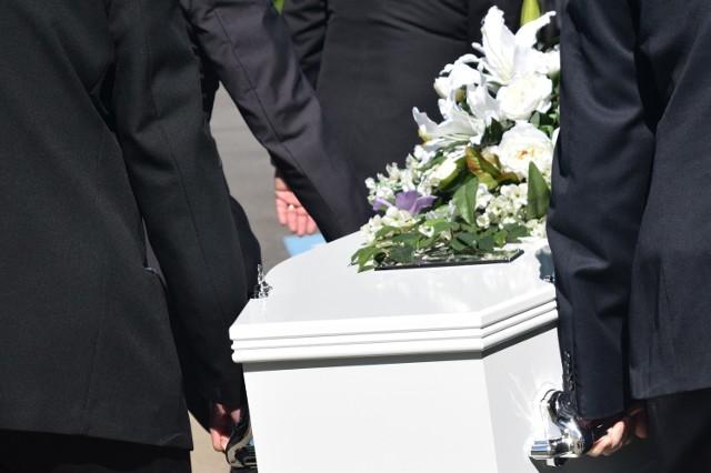 W której gmine powiatu międzychodzkiego w 2020 roku zmarło najwięcej osób?
