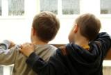 W ferie dzieci do lat 16 z zakazem wychodzenia z domu bez opieki. Jest apel do premiera o zniesienie obostrzenia
