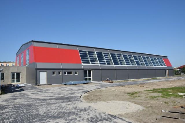 Budowa hali sportowo-widowiskowej przy Zespole Szkół nr 1 w Wieluniu  Kwota w budżecie powiatu na 2021 r. - 2,97 mln zł