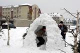Dawniej to były zimy! Tak wyglądała zima w Krośnie Odrzańskim kiedyś. Stare zdjęcia miasta w śniegu autorstwa Stanisława Straszkiewicza
