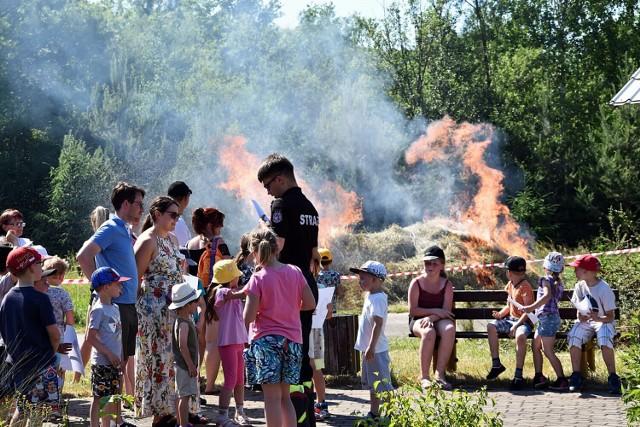 Pokaz umiejętności strażaków był atrakcją pikniku w Ropicy Górnej