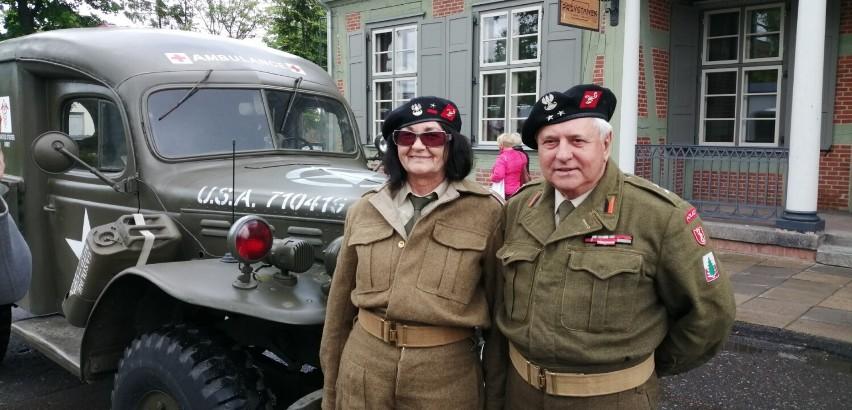 Pojazdy z II wojny światowej, a w nich rekonstruktorzy. Tak było w Pruszczu! Zobaczcie zdjęcia!