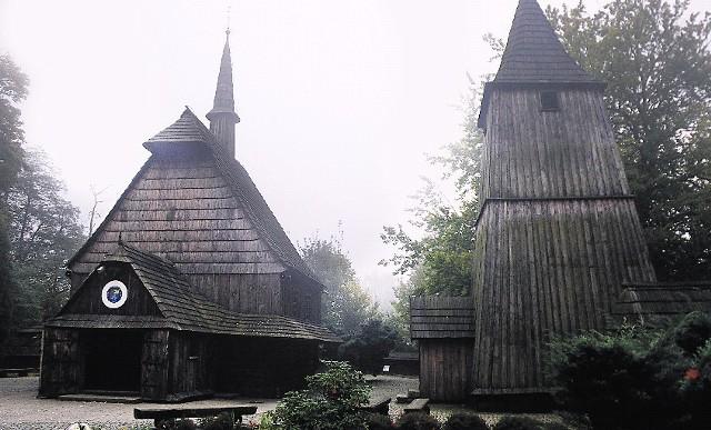 Drewniany kościółek jest tylko 3 lata młodszy od bazyliki św. Piotra.