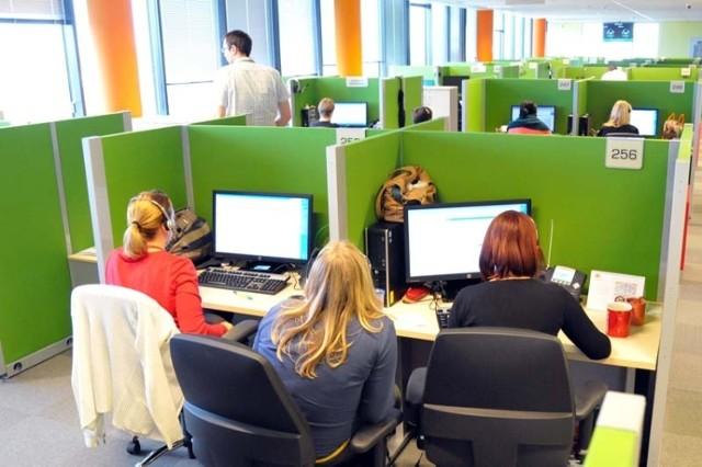 Łódź staje się prawdziwym zagłębiem call center. Swoje centra telefonicznej obsługi klienta mają tutaj m.in. banki, telefonie komórkowe. W Łodzi dość łatwo można znaleźć pracowników
