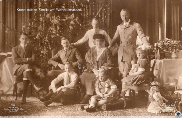 Rodzina książęca w oleśnickim zamku w czasie świąt Bożego Narodzenia.