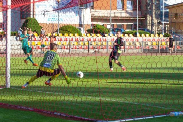 Piłkarze Nysy Kłodzko wygrali pierwszy mecz rundy wiosennej. Podopieczni Krzysztofa Konowalczyka pokonali w Pieszycach Pogoń 3:2