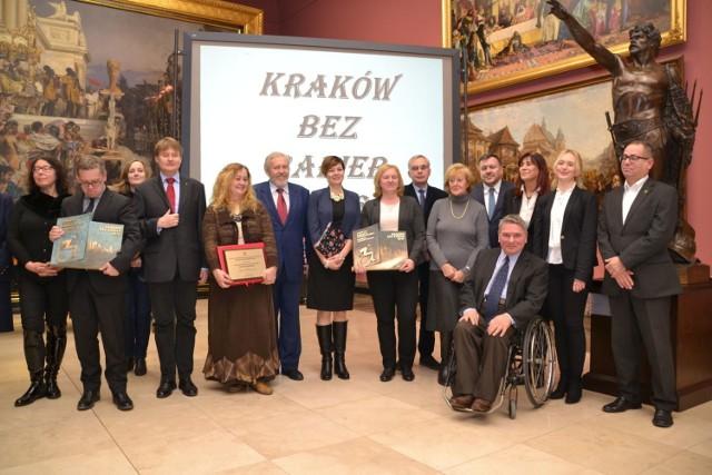 Nagrodzeni i organizatorzy. Fot. Henryk Czechowski BINFO Kraków