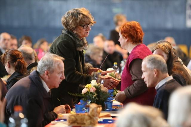 Tak wyglądało Śniadanie Wielkanocne dla Samotnych, organizowane przez Fundację Wolne Miejsce, w Parku Śląskim
