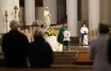 Kościoły zostają otwarte, ale są nowe limity wiernych. Rząd nie zdecydował się na zamknięcie świątyń, mimo, że zamknął kina  teatry
