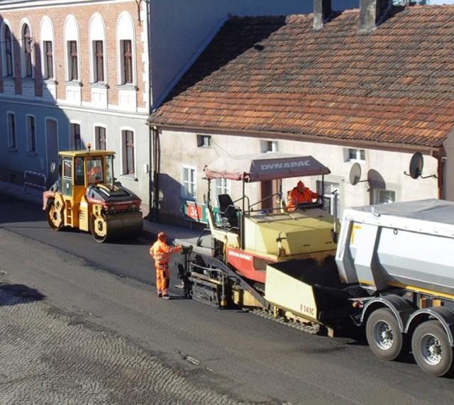 Układanie nowej nawierzchni w Rynku w Kobylinie rozpoczęło się w środę 24 października