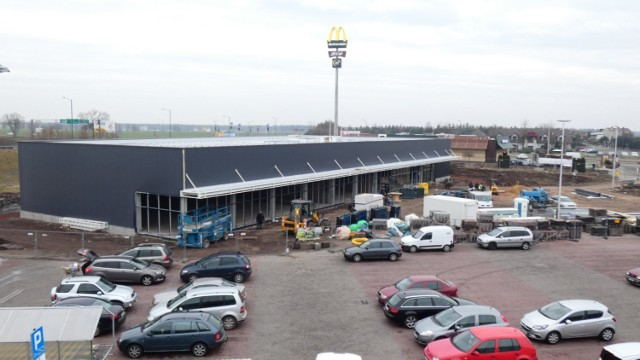 Trwa rozbudowa centrum handlowego Karuzela w Lublińcu. Jakie nowe sklepy zostaną tu otwarte?