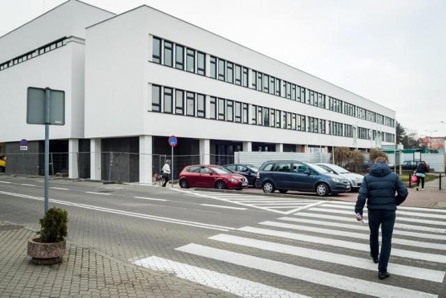 Gdy w październiku 2017 roku była podpisywana umowa na termomodernizację Pałacu Młodzieży w Bydgoszczy, zakończenie prac planowano na jesień 2018. Okazało się jednak, że stary gmach jest w o wiele gorszym stanie niż zakładano. Zobaczcie, jak się zmienił!  Pałac Młodzieży w Bydgoszczy był w tak złym stanie, że wiosną ubiegłego roku trzeba było zwiększyć zakres prac i znaleźć na nie dodatkowe pieniądze.   Więcej informacji i zdjęć ►►►    Czy uda się skończyć z plastikiem?