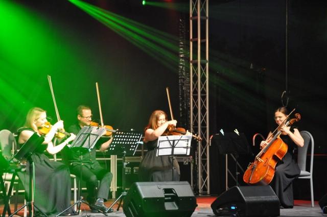 Zespół Pradella Quintet zagrał przy ruinach zamku w Szubinie. W niedzielę 29 sierpnia kolejny koncert w tym miejscu