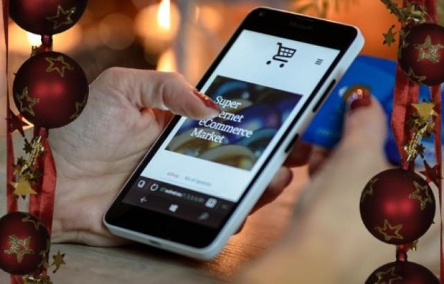 Oszuści w natarciu. Wciąż wpadają na nowe pomysły, aby dobrać się do naszych oszczędności. Jeden ze sposobów to ponaglenia, aby w telefonie zainstalować aplikację, dzięki której odbierzemy przesyłkę w paczkomacie.