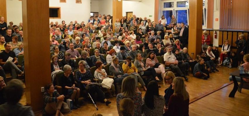 Tłum śmieje się wraz ze Szczygłem! Mocny finał spotkań autorskich podczas 50 Rybnickich Dni Literatury