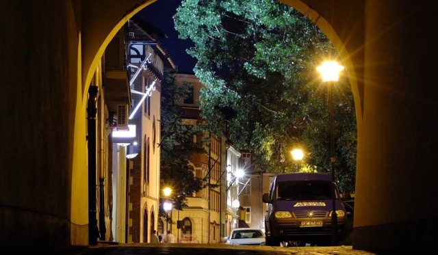 Mieszkańcy ścisłego centrum Opola twierdzą, że w ich dzielnicy cisza nocna przestała już obowiązywać.
