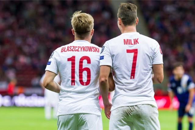 """Zaczynamy od - dla wielu - bolesnego wspomnienia. Oddajmy głos najwybitniejszemu analitykowi polskiego futbolu: """"To nie jest piosenka dla intelektualistów, to jest piosenka dla kibiców""""."""