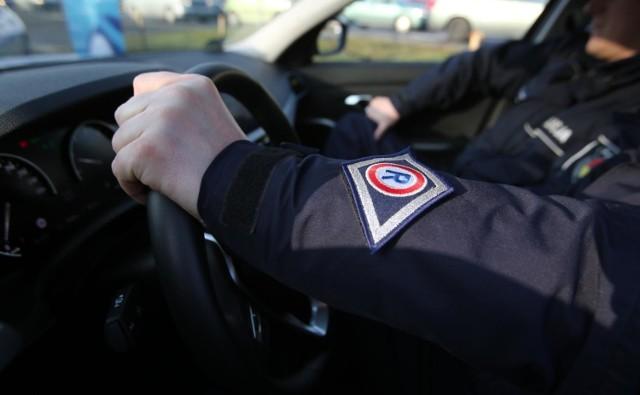 Policjanci z grupy specjalnej Speed podczas działań w czwartek po południu w Łodzi zatrzymali 15 praw jazdy kierowcom, którzy o ponad 50 km na godz. przekroczyli dopuszczalną prędkość.   CZYTAJ DALEJ NA NASTĘPNYM SLAJDZIE