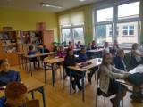 Nowy rok szkolny 2020/21 rozpoczęty! W jakich nastrojach uczniowie przyszli do szkoły w Zielonej Górze?