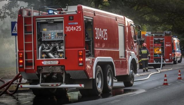 Pożar przy ul. Bernadowskiej w Gdyni w piątek,14.05.2021 r.! Płonęły altanka i drzewa