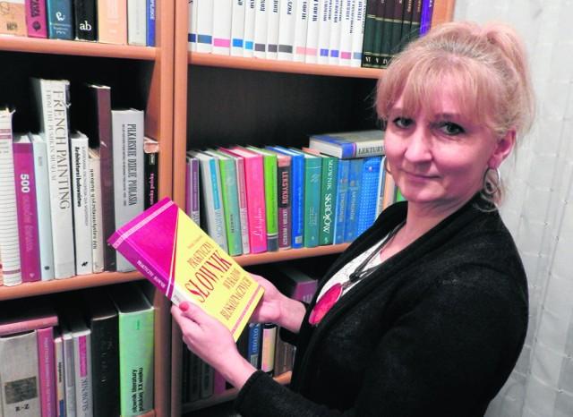Anna Andrzejuk-Sawicka, dyrektor biblioteki w Narwi zdziwiła się oskarżeniom o molestowanie. Jej pracownica wybrała dość dziwną definicję.