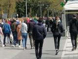 63 mandaty za brak maseczek w Kołobrzegu. Policja podsumowała majówkę