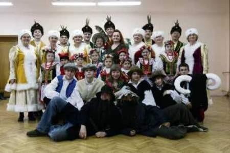Gołowianie prezentują folklor różnych regionów, ale ze szczególnym uwzględnieniem Zagłębia Dąbrowskiego.