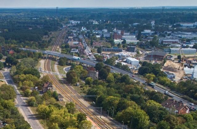 Wiadukty Warszawskie w Bydgoszczy oddano do użytku w roku 1973 r., zarówno czasy jak i technologie ich wykonania były dalekie od obecnych oczekiwań i nowych technologii.