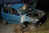 Wypadek w Jaśle. Złamał latarnię i dachował autem [zdjęcia]