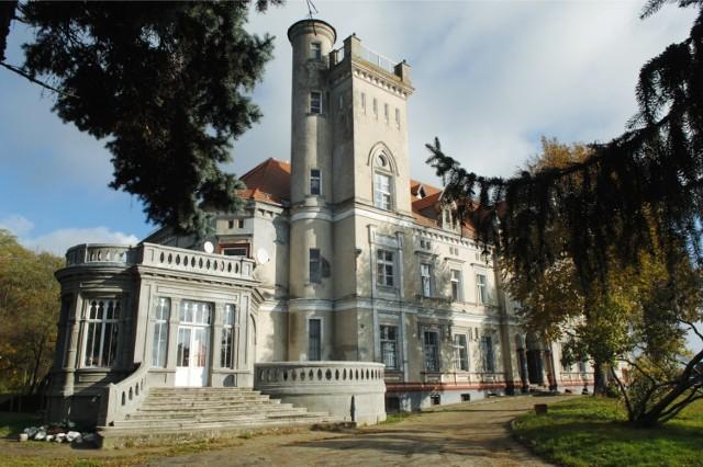 Pałac w Chociulach pod Świebodzinem wygląda bajkowo