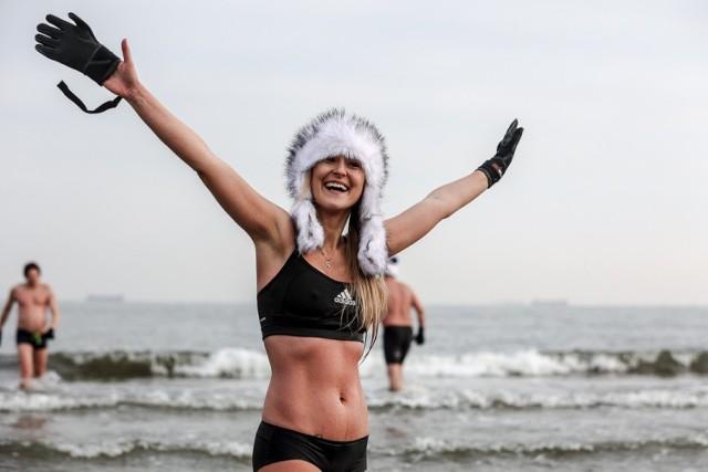 Morsowanie na zaśnieżonych plażach Sopotu