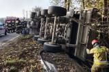 Trzycierz. Wielka ciężarówka wypadła z górskiej drogi i wywróciła się