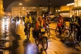 Masa krytyczna znów przejechała ulicami Warszawy. Dlaczego? [ZDJĘCIA]