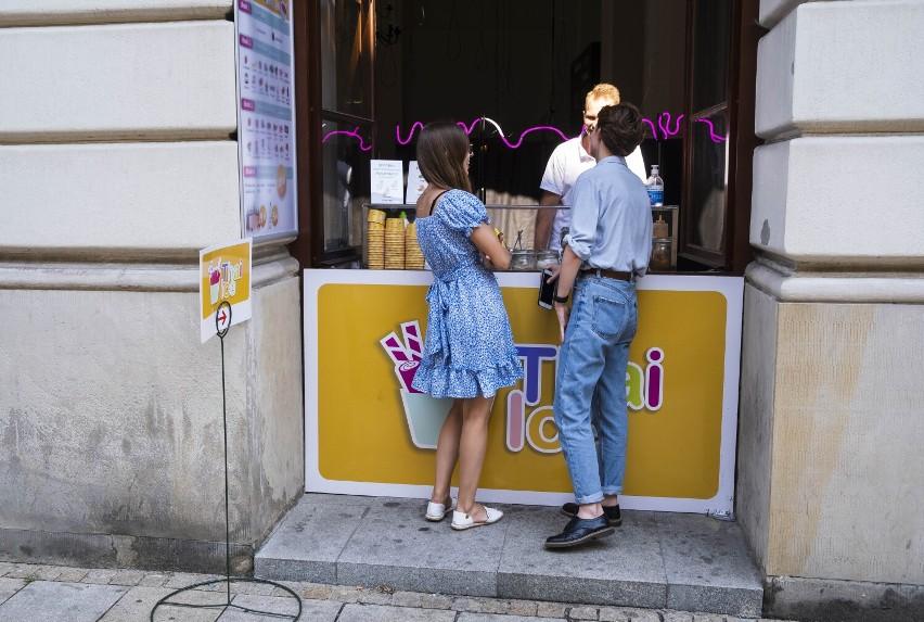 Thai Ice. Tajskie lody w centrum Warszawy. Jedyne takie w mieście. Na czym polega ich fenomen?