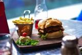 Zagraniczny portal wybrał najlepsze polskie burgerownie. Są wśród nich lokale z Warszawy