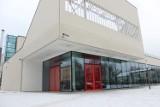 Centrum Sportowo-Kulturalne Łabędź: Zobacz jak prezentuje się hala sportowa, część kinowa i zaplecze