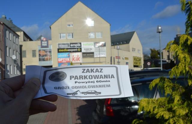 Z ulotki wynika, że parkowanie przy galerii Mini Park w Goleniowie dłużej, niż 60 minut, grozi odholowaniem auta