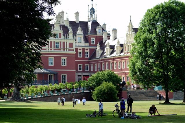 Dzisiaj Park Mużakowski, znany także jako Park von Muskau lub Muskauer Park, to jedna z największych atrakcji województwa lubuskiego.