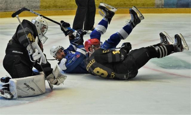 """Ekstraklasa hokeja: Re-Plast Unia Oświęcim - Comarch Cracovia 3:5. To trzecia porażka oświęcimian z """"Pasami"""" w tym sezonie"""