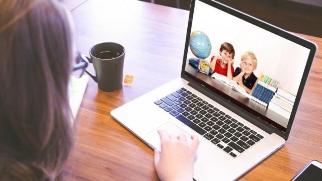 """Dofinansowanie 1500 zł dla dziecka można dostać na zakupu komputera stacjonarnego lub przenośnego (laptopa) wraz z niezbędnym oprogramowaniem oraz """"myszą"""", klawiaturą i ładowarką."""