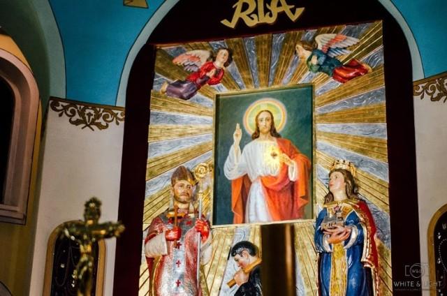 """Obraz """"Serce Jezusowe"""" jest widoczny dla wiernych z Bączala Dolnego raz, dwa razy w roku."""