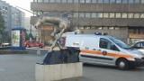 Co robi straż miejska pod pomnikiem jednorożca? Pilnuje, żeby nie rozłożył się tu handlarz warzywami
