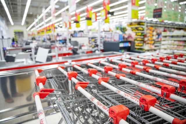 Ale ceny! Supermarkety kuszą kolejnymi promocjami. Sprawdźcie, co można kupić dużo taniej. Oto rekordowe promocje i rabaty ze sklepów Biedronka, Auchan, LIDL, Kaufland, Stokrotka i ALDI. Zobaczcie, gdzie kupicie filet z kurczaka, alkohol, słodycze i inne produkty w niższych cenach.   WIĘCEJ NA KOLEJNYCH STRONACH >>>>>