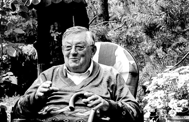 Ks. Jerzy Kempa  w swoim ogrodzie w Bujakowie