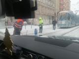 Zima zaatakowała Wrocław. Fatalne warunki na drogach: śnieg, lód... (ZDJĘCIA)